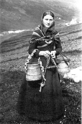 faroe woman knitting at work